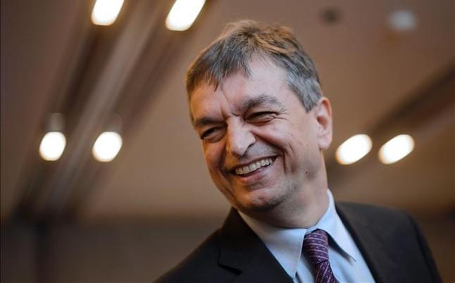 """Champagne: """"Negociar� con EEUU y Suiza para ver c�mo salimos de la crisis"""""""