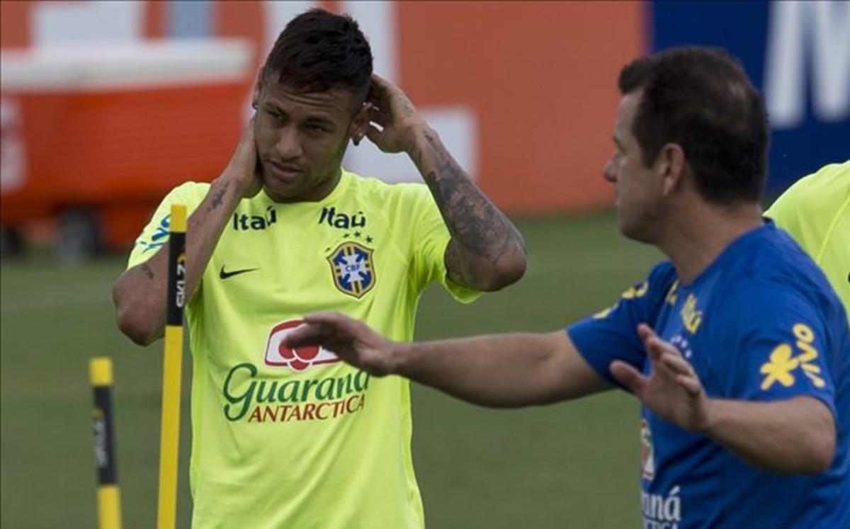 Alarma Neymar: Molestias musculares con Brasil