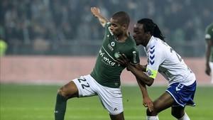 Paquet, a la izquierda, marcó uno de los goles del Saint-Étienne