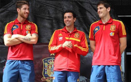 Sergio Ramos, Xavi y Casillas en un acto de la selecci�n