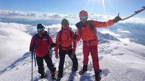 Alonso escaló a la cima de Peña Ubiña con Calleja