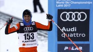 Adrián Solano irradiaba felicidad al cruzar la línea de llegada... pese a estar descalificado