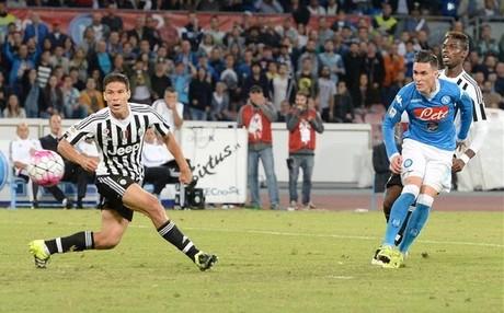 El N�poles se impuso a la Juventus por 2-1 en la primera vuelta
