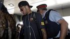 Neymar Junior fue el centro de atención de la expedición del Barça en El Prat pero siguió sin manifestarse sobre su futuro