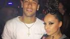 Neymar, junto a una gogo, en Ibiza