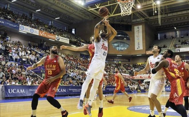 En un partido tenso, el Murcia se llev� la victoria ante el Madrid