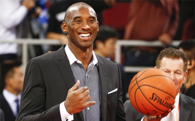 Kobe Bryant renueva con los Lakers y se mantiene como el jugador mejor pago de la NBA