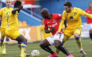 El Alcorcón empata contra el Nàstic (1-1).