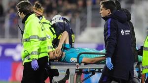 Sergio Busquets fue retirado en camilla