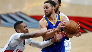 Curry fue el mejor de los suyos con 38 puntos