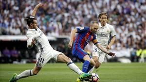 Iniesta podría descansar este miércoles tras su exhibición ante el Real Madrid