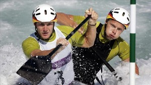 Stefan Henze, a la derecha, ganó la plata en los Juegos de Atenas