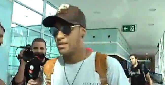 Neymar vuelve a Barcelona con ganas de renovar