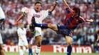 Amor y Lasa pugnan por el balón en el clásico disputado en el Santiago Bernabéu en la temporada 93/94 que ganó el Barça (0-1).