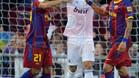 Adriano y Alves celebran un gol ante la desesperación de Cristiano Ronaldo en el clásico de la temporada 2010/11 que terminó en tablas (1-1).