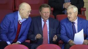 Vladimir Petrov junto a Mikhailov y Sergei Ivanov en el pabellón del CSKA