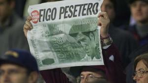 Los aficionados del Barça clamaron contra el pesetero Figo. ¿Lo harán contra Neymar si se va?