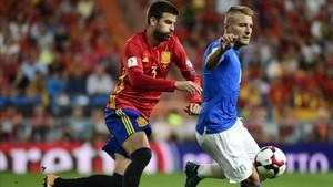 Piqué, durante el choque ante Italia en el Bernabéu