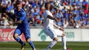 Benzema marcó su primer gol con el Madrid en Liga