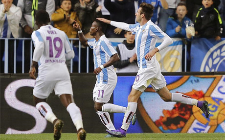 El Málaga golea al Getafe en el duelo de los modestos