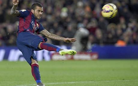 Dani Alves podr�a seguir en el club si las dos partes acaban llegando a un acuerdo en este mes