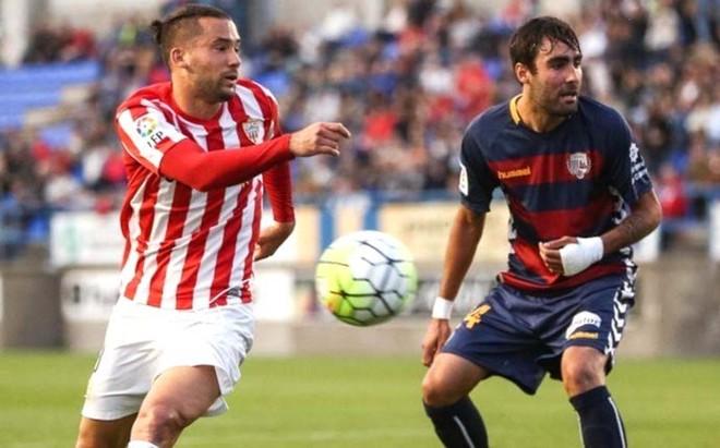 Llagostera y Almería alargan su agonía con un empate insuficiente