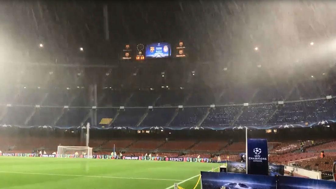 Intensa lluvia en el Camp Nou