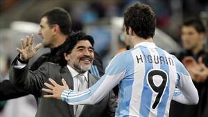 Maradona criticó el control de balón de Higuaín.