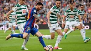 Messi marcó un doblete ante el Eibar