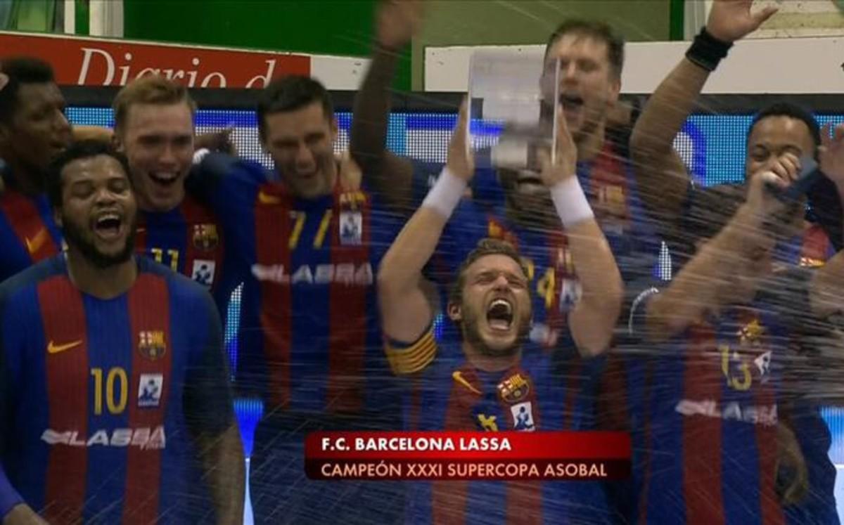El Barça inicia su cuenta de títulos con la Supercopa de España