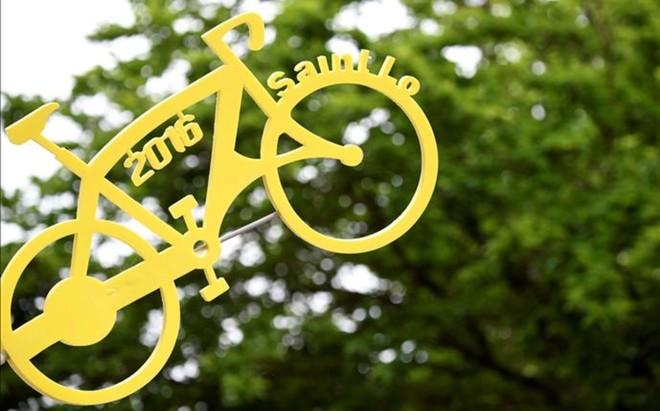 Cartel de bienvenida al Tour en Normand�a