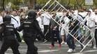 Aficionados del Legia de Varsovia se enfrentaron a los agentes de la Polic�a Nacional antes del comienzo del partido ante el Madrid