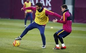 Leo Messi y Arda Turan durante un entrenamiento del FC Barcelona