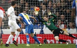Arlauskis no pudo hacer nada para evitar el 4-0 de Cristiano