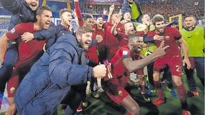 El conjunto giallorossi dio rienda suelta a la euforia tras tumbar a la Lazio en el último derby della capitale