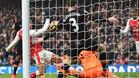 Alexis abrió el marcador con un polémico gol con la mano