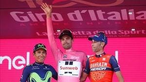 Dumoulin, junto a Quintana y Nibali, en el podio
