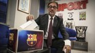 Agustí Benedito visitó la redacción de SPORT y posó junto a una urna