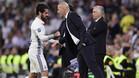 Isco, Zidane y Ancelotti durante el Real Madrid-Bayern de la Champions 2016/17