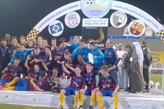 Los campeones, con el trofeo