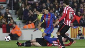 Suárez adelantó al Barcelona ante el Athletic
