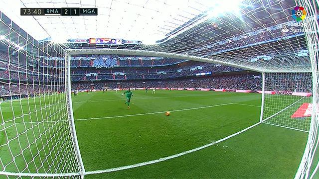 Video resumen: Kameni casi encaja el gol tonto del año en el Madrid - Málaga