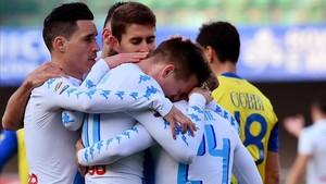 Los jugadores del Nápoles celebran la victoria