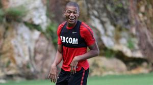 Mbappé no se mueve del Mónaco... por el momento