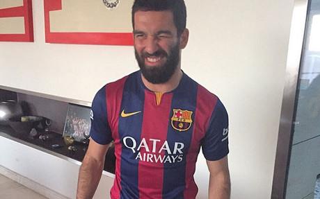 Arda se prob� la camiseta del Bar�a de la pasada temporada