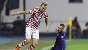 Iván Rakitic durante el encuentro ante Grecia