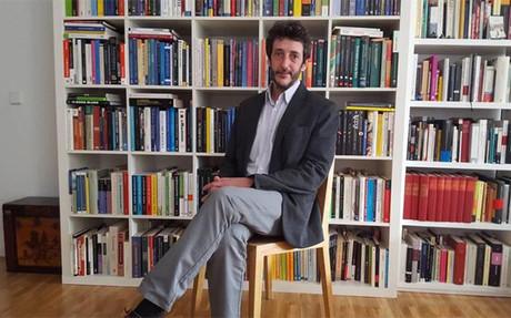 Adem�s de ser un reconocido economista, escribe art�culos y tambi�n da conferencias