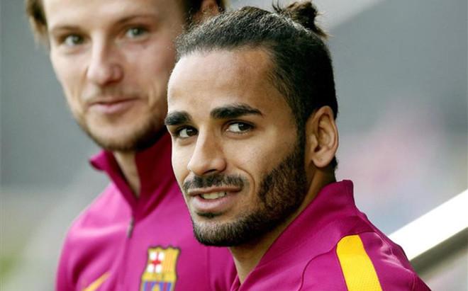 El FC Barcelona busca desesperadamente una salida para Douglas