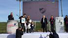 Una camiseta de Nacional fue uno de los obsequios que recibieron Luis Suárez, que estab muy emocionado, y su familia