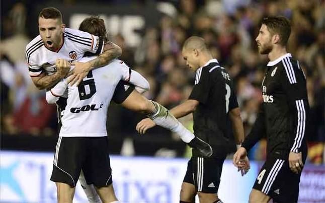 El Valencia remonta al Madrid en Mestalla